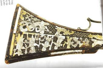Приклад пищали Тимофея Лучанинова (собрание Оружейной палаты музеев Московского Кремля).