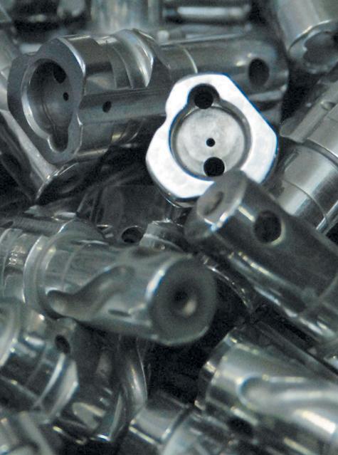 100000 полуавтоматов, 70000 помповых ружей, 15000 карабинов произведено в 2010 году. Фото: Константин Матвейкин.