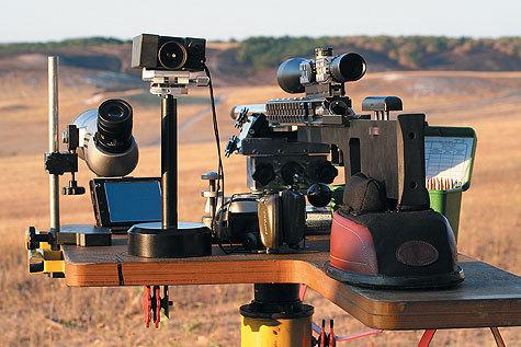 Рабочее место серьезного варминтера напоминает пункт управления артиллерийской стрельбой. Фото автора