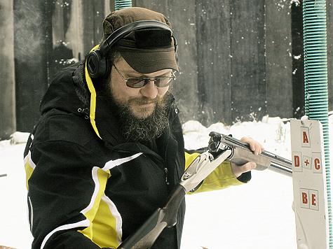 Спусковой крючок один; переключение очередности выстрелов происходит селектором, расположенным на предохранителе. Фото: Кудряшова Александра