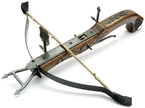 Средневековый арбалет позволял вести прицельный огонь на 800 шагов. При этом пробивал рыцарские латы. Фото: fotolia.com