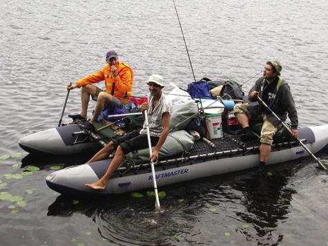 Катамаран, пожалуй, лучшее средство для водных маршрутов: что пороги проходить, что озера пересекать.
