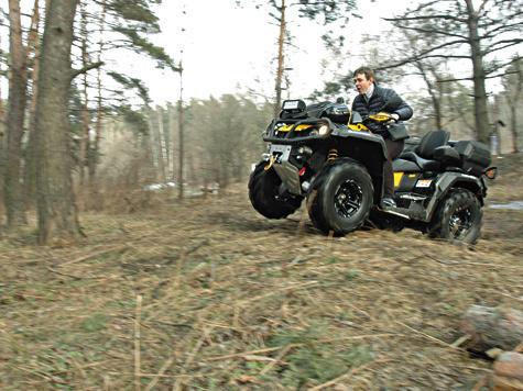 Outlander X-MR едва ли можно назвать транспортом для охотника за трофеями. Вэтом квадроцикле все же больше спортнивности, чем утилитарности.
