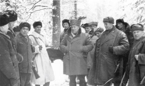 Л.И. Брежнев и Н.С. Хрущев на кабаньей охоте. Фото из архива Владимира Черкасова