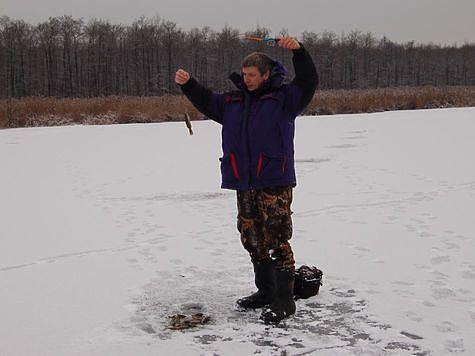 Все поклевки подо льдом. Фото: Андрей Яншевский.