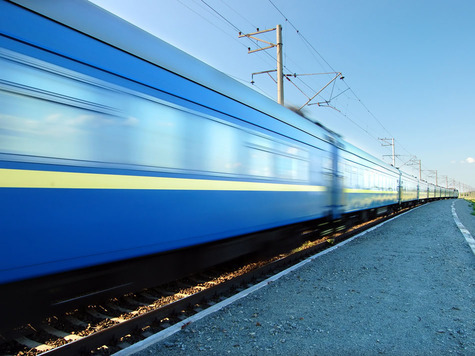 Пользуясь тем, что года два проработал как раз в области продажи авиа и железнодорожных билетов, мигом беру четыре билета в купе. Билеты с учетом харизмы участников, на всякий случай берутся в один конец.Фото: fotolia.com