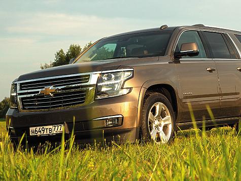 Уже в базе Chevrolet Tahoe вооружен специальным прицепным оборудованием, включающим 7-проводной жгут с независимой защитой от замыкания на каждую линию, защищенный от влаги 7-контактный разъем и квадратный рамный порт для сцепки размером 2 дюйма.