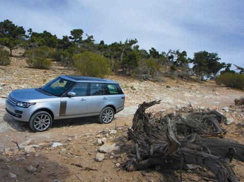 Несмотря налюксовое позиционирование, RangeRover остается одним из самых «способных» SUV всвоем классе.