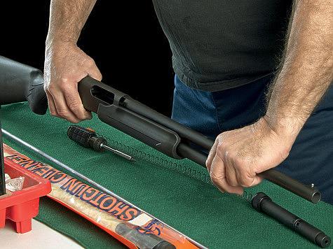 Помповое ружье простое и удобное в разборке и обслуживании. Для неполной разборки не нужны никакие инструменты. ФОТО SHUTTERSTOCK.COM