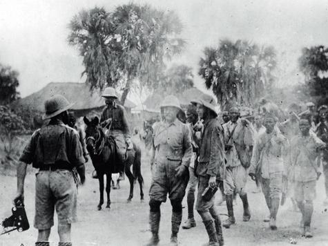 Фото из архива Петра Зверева. Экспедиция, возглавляемая Т. Рузвельтом, состоявшая из ученых Смитсоновского института и легендарного охотника-следопыта Р.Дж. Каннингема, направилась в бельгийское Конго и далее по течению Нила в Судан до Хартума.