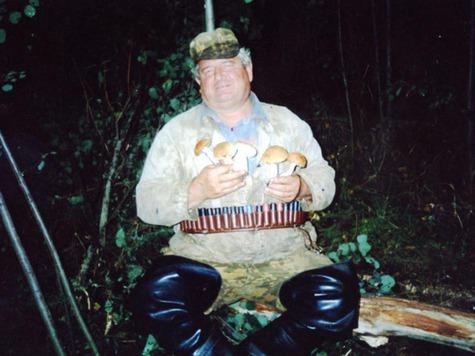 Черников Юрий Иванович, был тот человек, с кем я познавил интересный мир утиной охоты с чучелами и манком. Если даст Бог, я обязательно напишу о нем. Общение с такими Охотниками, настраивает Душу к правильному отношению к Природе и Охоте. Фото автора