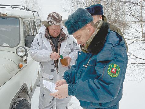 Инспектора «Госохотнадзора» Александр Костюшин и Сергей Блохин. Фото автора.