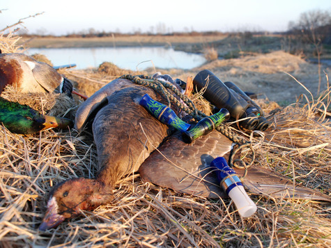 Духовые манки активно используются охотниками для приманивания водоплавающей дичи. Но, чтобы манок помогал на охоте, необходимо уметь им пользоваться. Весна 2013 года. Фото: Сёмина Михаила