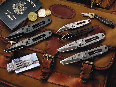 Ножи серий K.I.S.S. иP.E.C.K., разработанные Эдом Халлиганом, сточки зрения пользователя представляют собой скорее игрушки, чем серьезные инструменты. Ноименно K.I.S.S. покорил сердца членов ножевого жюри Shot Show в1997 году итем самым заставил американские средства массовой информации «заметить» фирму. Поэтому нет нечего удивительного, что к10-летнему юбилею фирма приготовила подарочное издание этих моделей спозолоченными элементами конструкции.