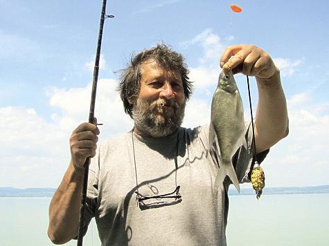 Подсказать лучшие места лова и меню для местной рыбы охотно помогают продавцы в рыболовных магазинчиках.