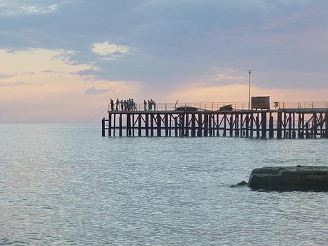 Местные рыболовы ловят в основном на пескожила. Фото автора.