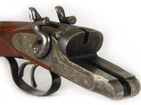 Колодка ТОЗа-Б 32-го калибра.  На ней так же, как ина стволах сцевьем, выбит серийный номер ружья «2».