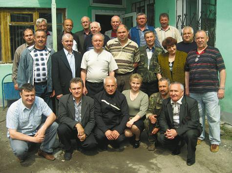 Председатель Общества И.Н. Вишнякова в центре с группой председателей районных обществ.  Фото из архива автора